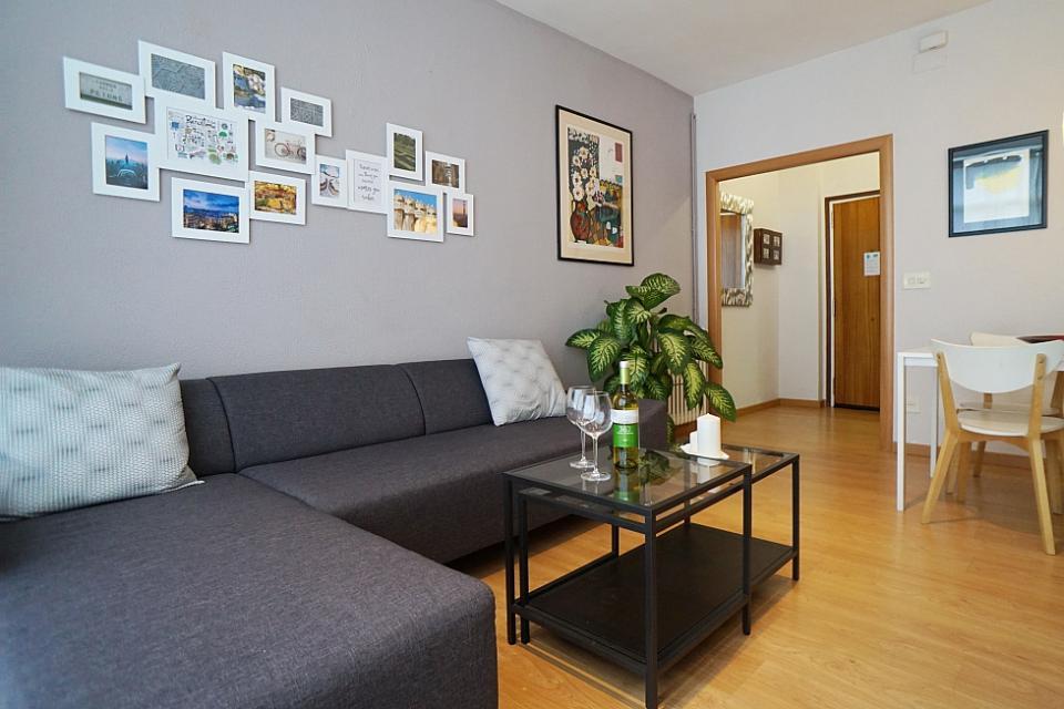 piso acogedor en sagrada familia barcelona home. Black Bedroom Furniture Sets. Home Design Ideas