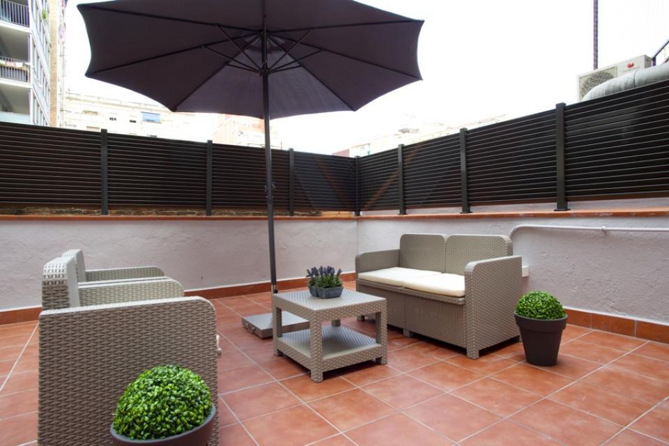 appartement avec grande terrasse dans sagrada familia. Black Bedroom Furniture Sets. Home Design Ideas
