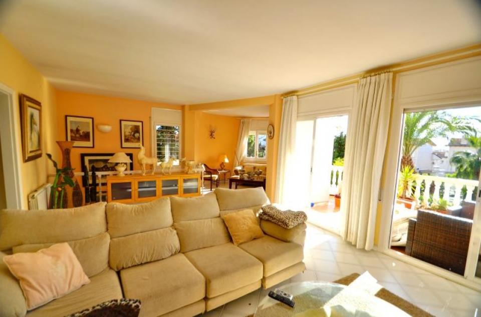 Alquiler de casas con piscina en sitges barcelona home for Alquiler casa con piscina
