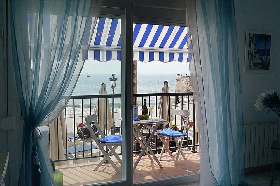 Apartamento en alquiler con vistas al mar en sitges barcelona home - Apartamentos en alquiler barcelona ...