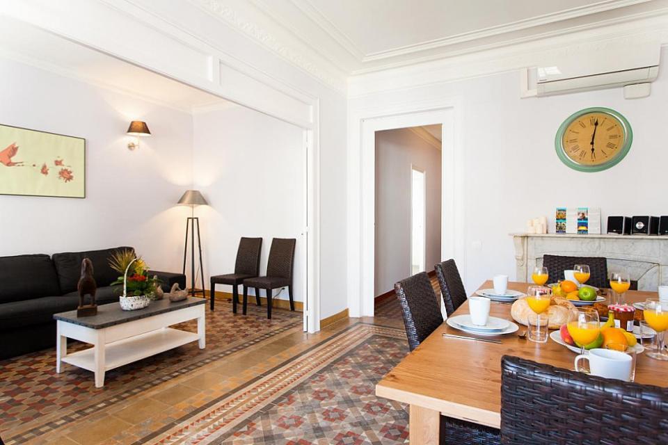 piso renovado de 5 habitaciones al lado de paseo de gracia