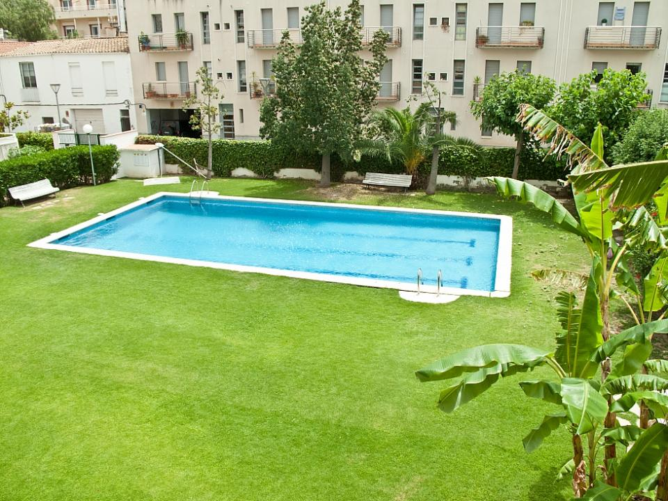 Sistemazione gay friendly con piscina in sitges for Piscina sitges