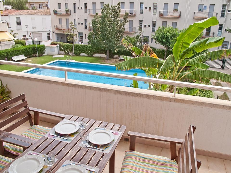 Gay friendly alojamiento con piscina sitges barcelona home for Alojamiento con piscina