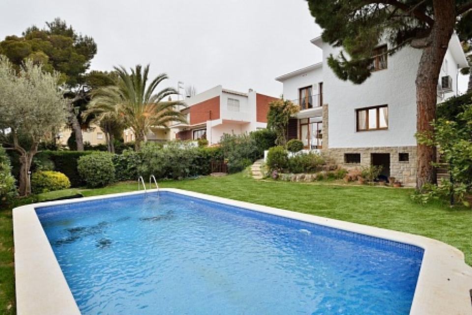 casa vacacional con piscina en sitges barcelona home