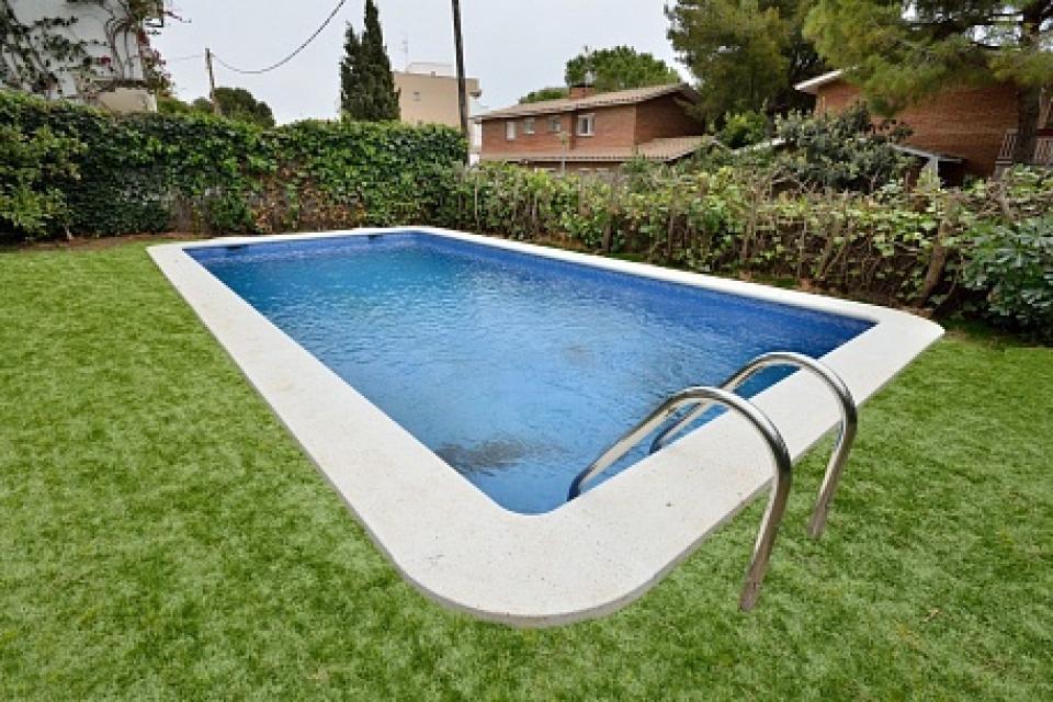 Casa vacacional con piscina en sitges barcelona home for Piscina sitges