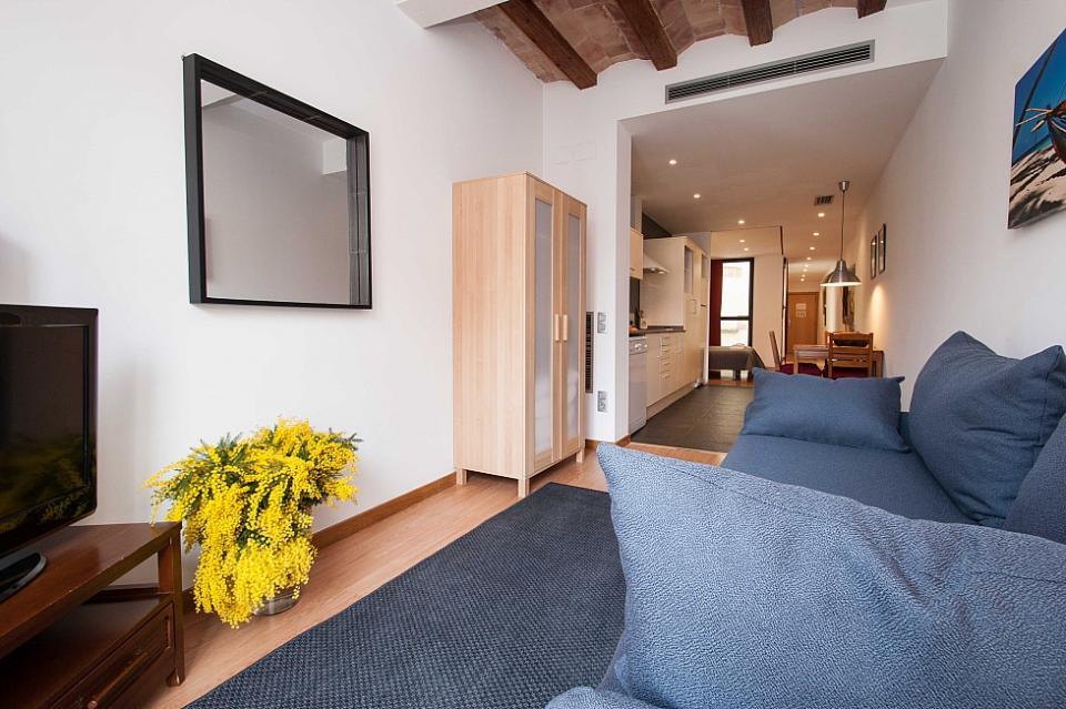 Monolocale caldo e moderno nel centro di barcellona for Appartamenti al centro di barcellona