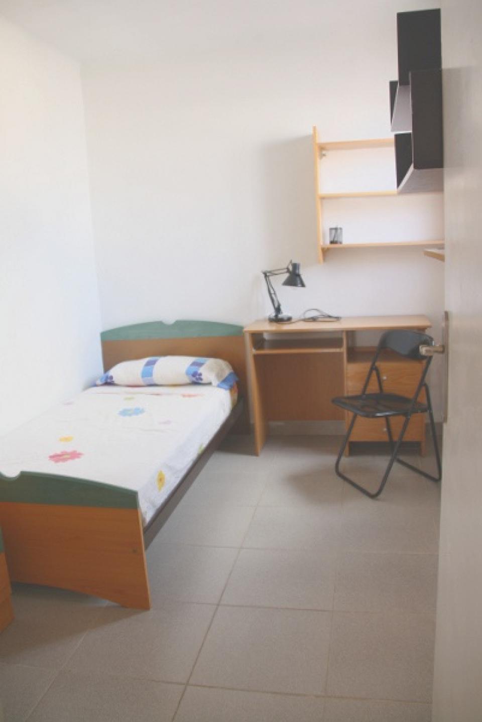 Chambre simple parc del guinardo barcelona home for Chambre simple