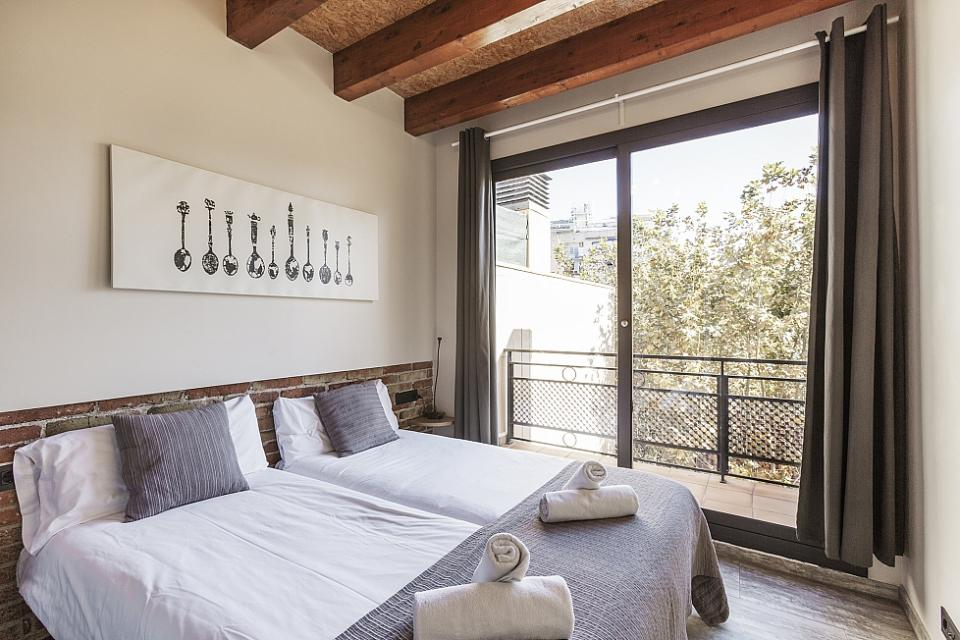 Rooms: Typical Spanish Home With Wooden Beams, Sants