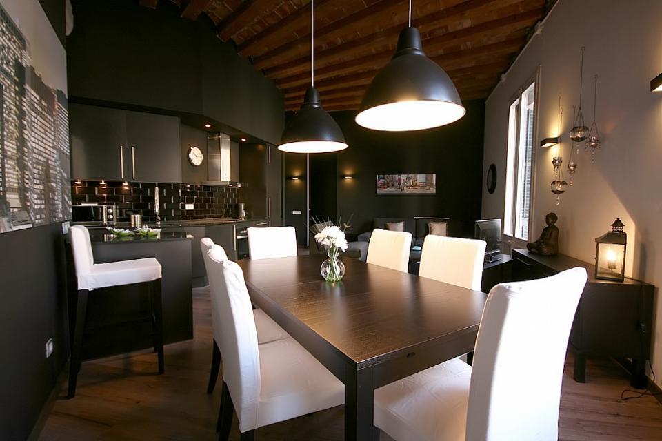 Espectacular apartamento en color negro barcelona barcelona home - Apartamentos en barcelona booking ...