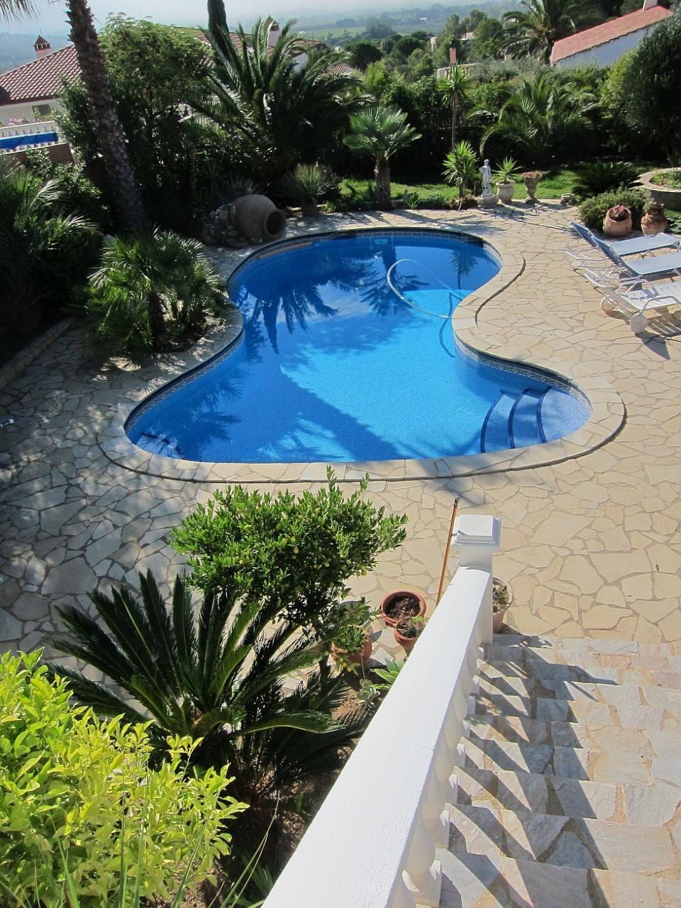 Casa con piscina en costa brava barcelona home for Piscinas costa brava