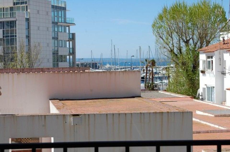 Encantador apartamento de vacaciones en roses barcelona home - Apartamentos de vacaciones en barcelona ...