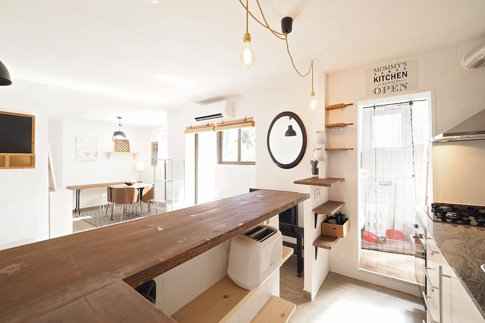 Zen stile affascinante appartamento con 2 camere da letto for Capanna con 2 camere da letto