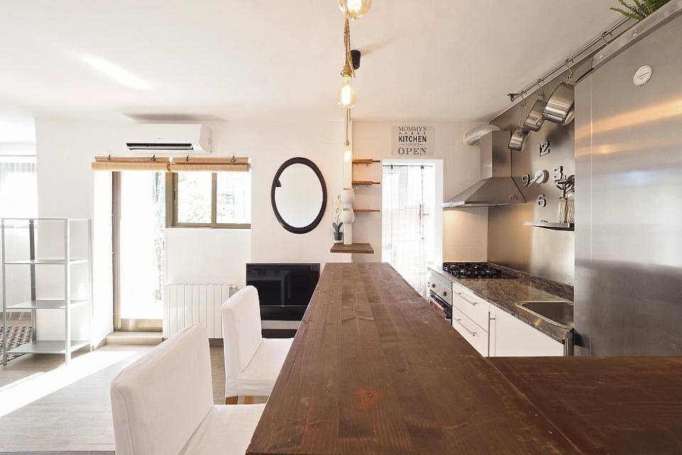 Zen stile affascinante appartamento con 2 camere da letto for Appartamento con 3 camere da letto