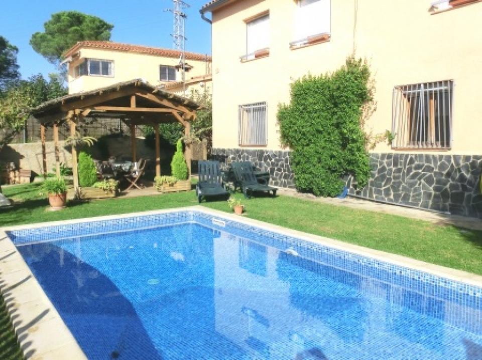 Casa familiar de vacaciones en tordera barcelona home - Casas en tordera ...