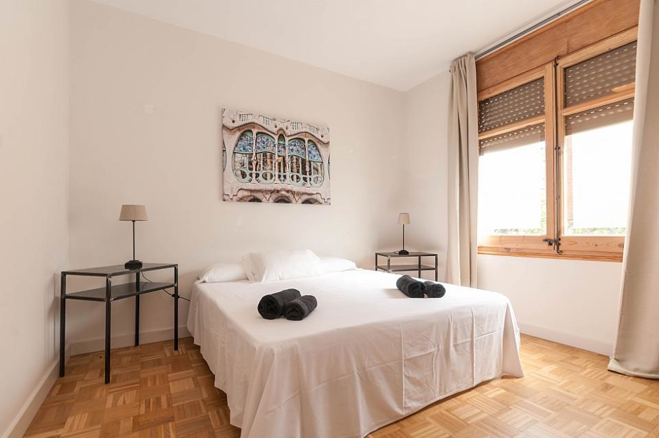 4 camere da letto vicino alla sagrada familia barcelona home for Alla ricerca di 3 camere da letto