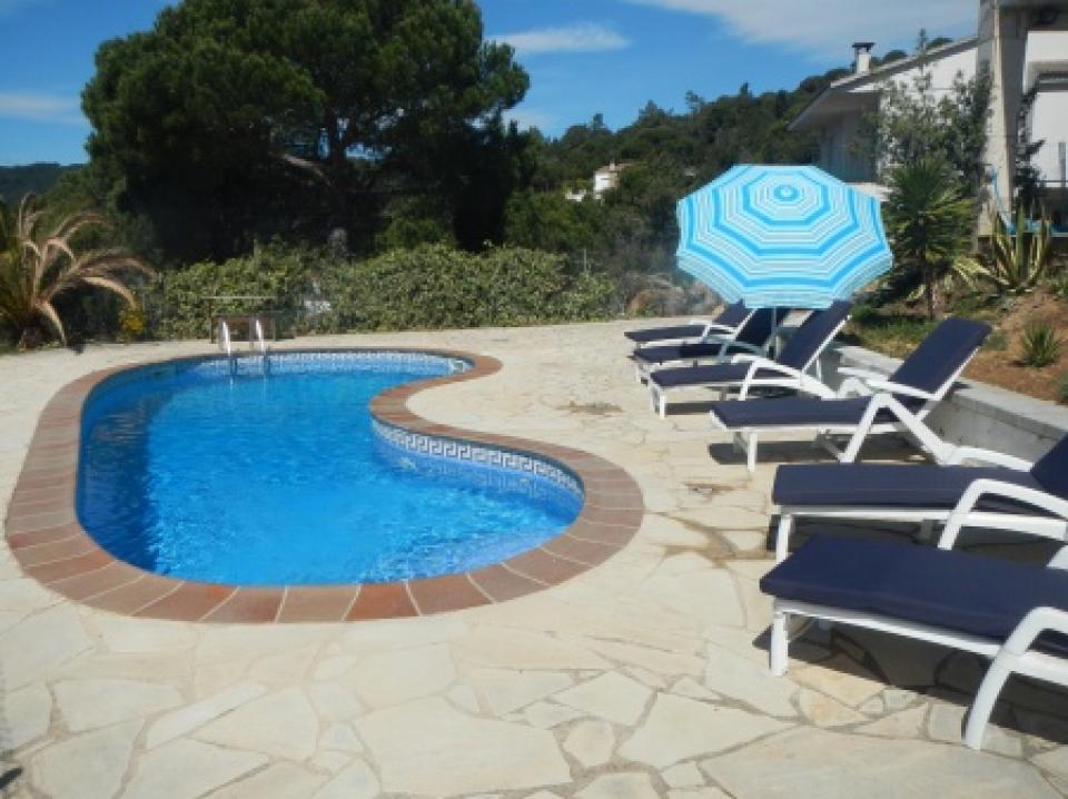 Stupenda villa con piscina a lloret de mar barcelona home for Piscina vilassar de mar