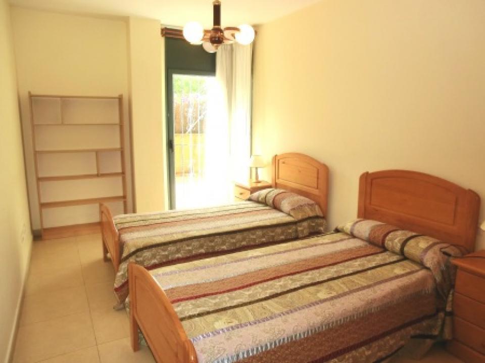 Appartamento per famiglie con 2 camere da letto e piscina a lloret de mar barcelona home - Letto barcellona ...