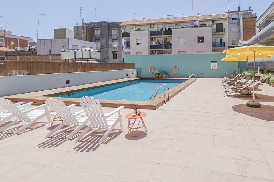 Estudio con piscina comunitaria en sant andreu barcelona for Piscina sant andreu