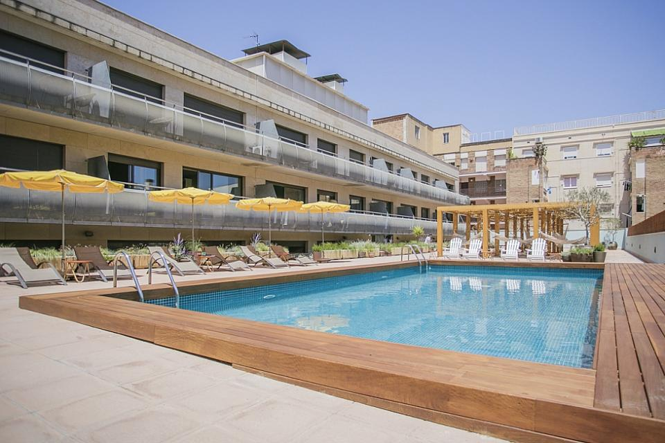 Apartamento de dos habitaciones y piscina comunitaria for Piscina sant andreu