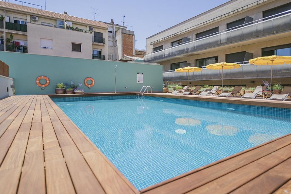 Appartamento con piscina e 1 camera la sagrera for Piscina sant andreu