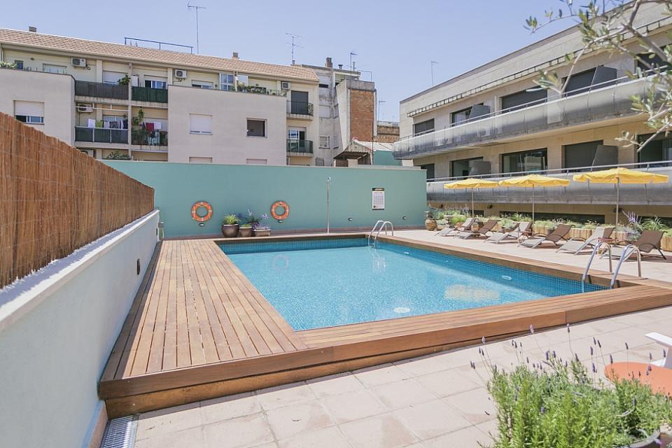 Apartamento fam lia com 2 quartos e piscina sant andreu for Piscina sant andreu