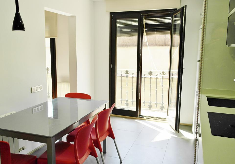 Modern one bedroom apartment near la rambla barcelona home for Modern 1 bedroom apartments