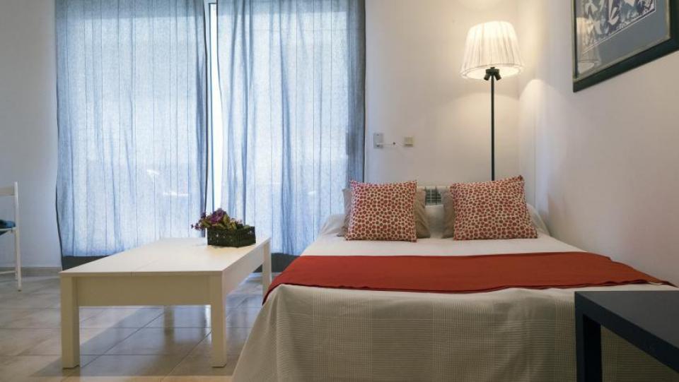Spazioso appartamento con 1 camera da letto e balcone for Piani appartamento 1 camera da letto