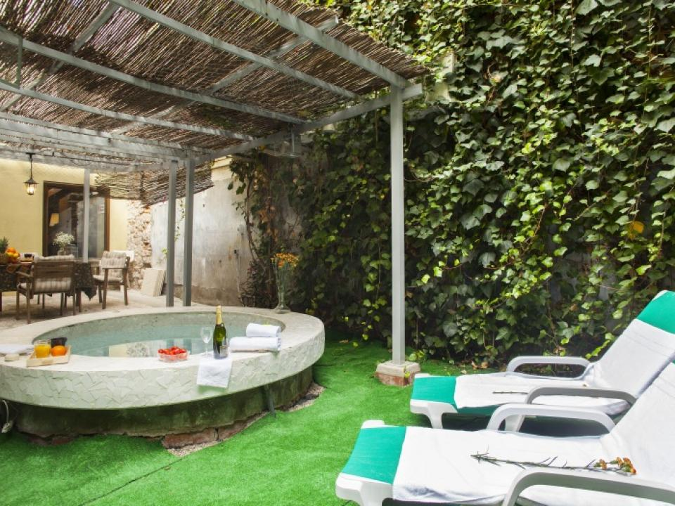 Gorgeous duplex with expansive private terrace and jacuzzi for Terrace jacuzzi