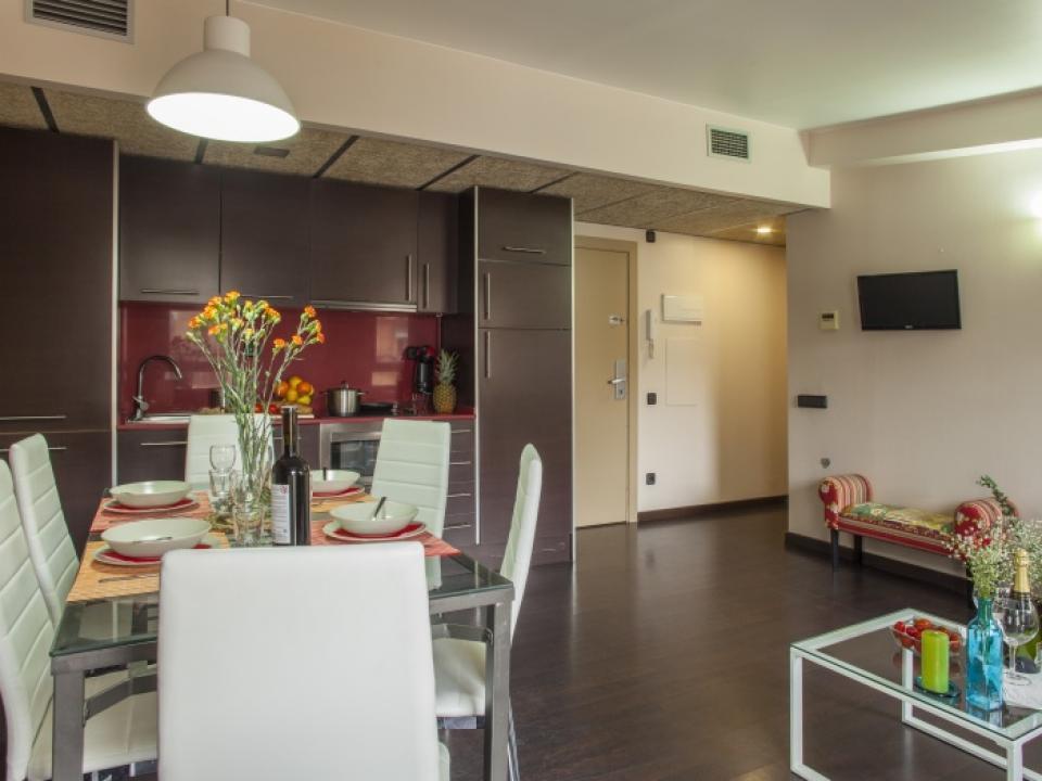 Appartamento per famiglie con 2 camere da letto ciutat for Appartamento con 2 camere da letto