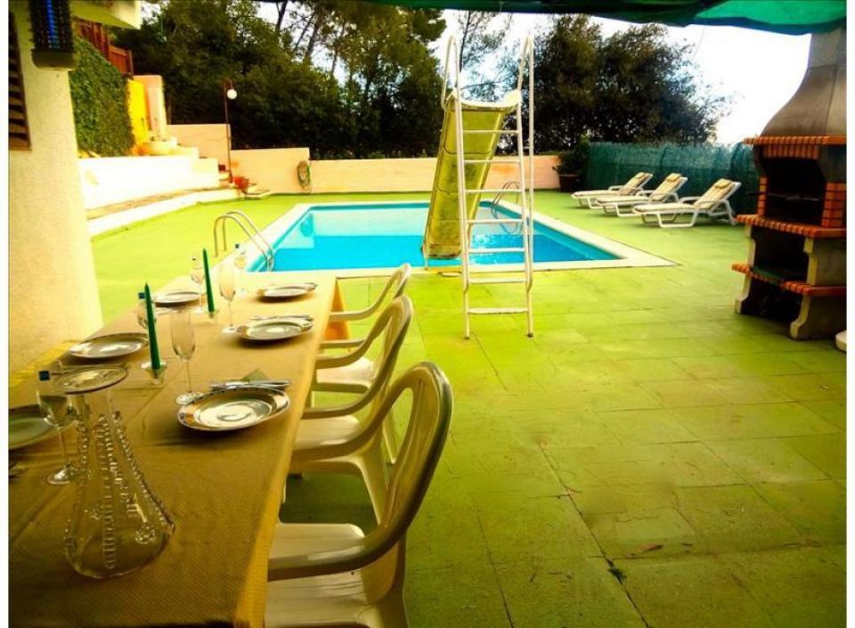 Magnifique villa avec piscine et 5 chambres pr s de - Villa barcelone avec piscine ...