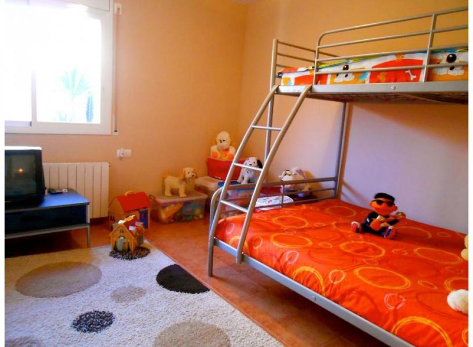 Casa vacanze con 2 camere da letto e picina vicino cunit for Casa 5 camere da letto con cantina