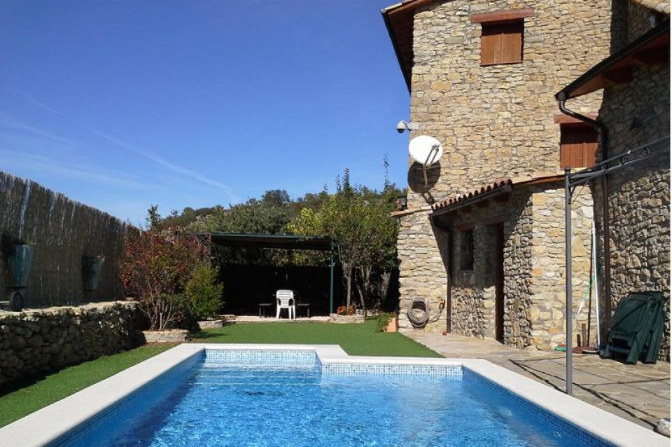 Casale rustico con piscina e 5 sale a lleida barcelona home - Piscina a sale ...
