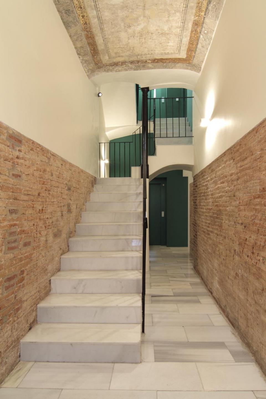 espacioso y moderno alojamiento en el centro de barcelona