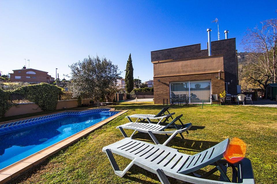 casa con 5 habitaciones y piscina can vinyals barcelona