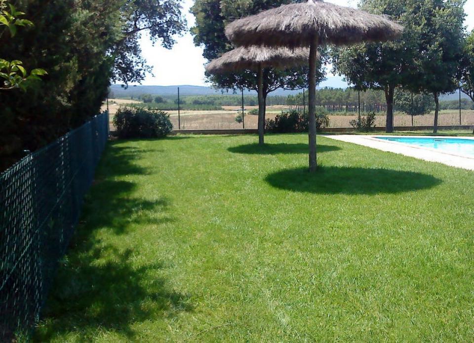 Casa rural con 6 habitaciones y piscina en girona for Casa rural girona piscina
