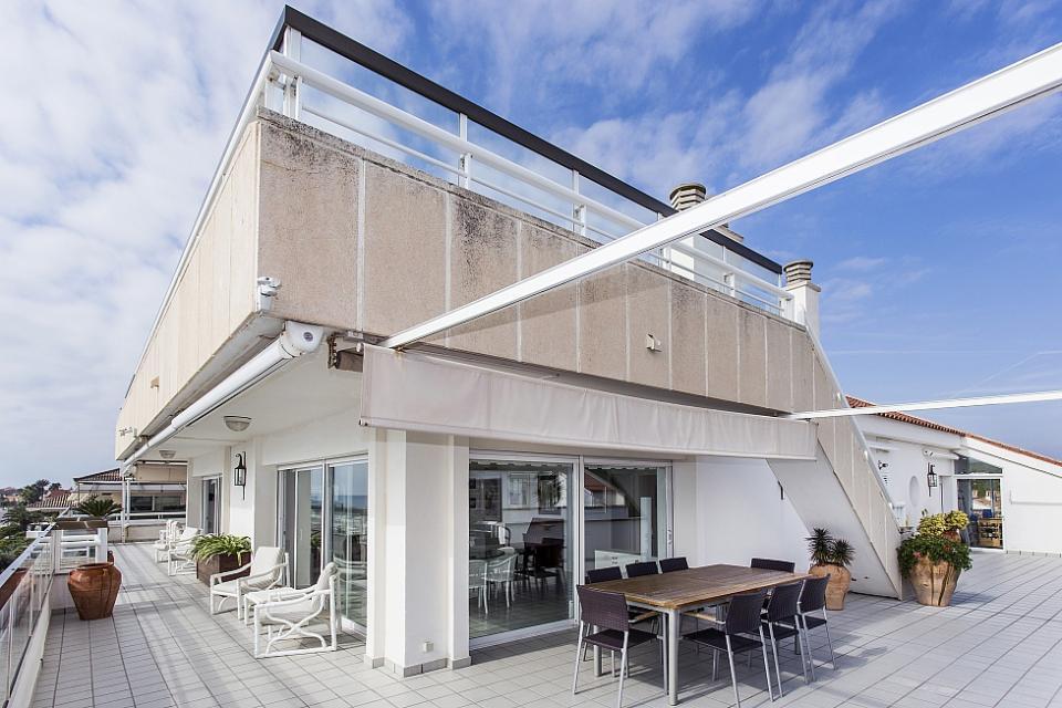 Attico di lusso con 4 camere da letto vicino alla spiaggia for Piani di alloggio con 12 camere da letto