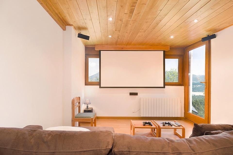 Bella casa con 2 camere da letto e vista sulle montagne for Casa con 3 o 4 camere da letto