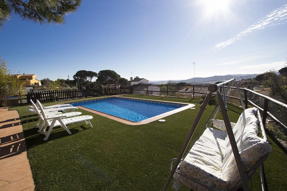 Casa con 3 camere da letto e piscina tordera barcelona home for Casa con 3 o 4 camere da letto