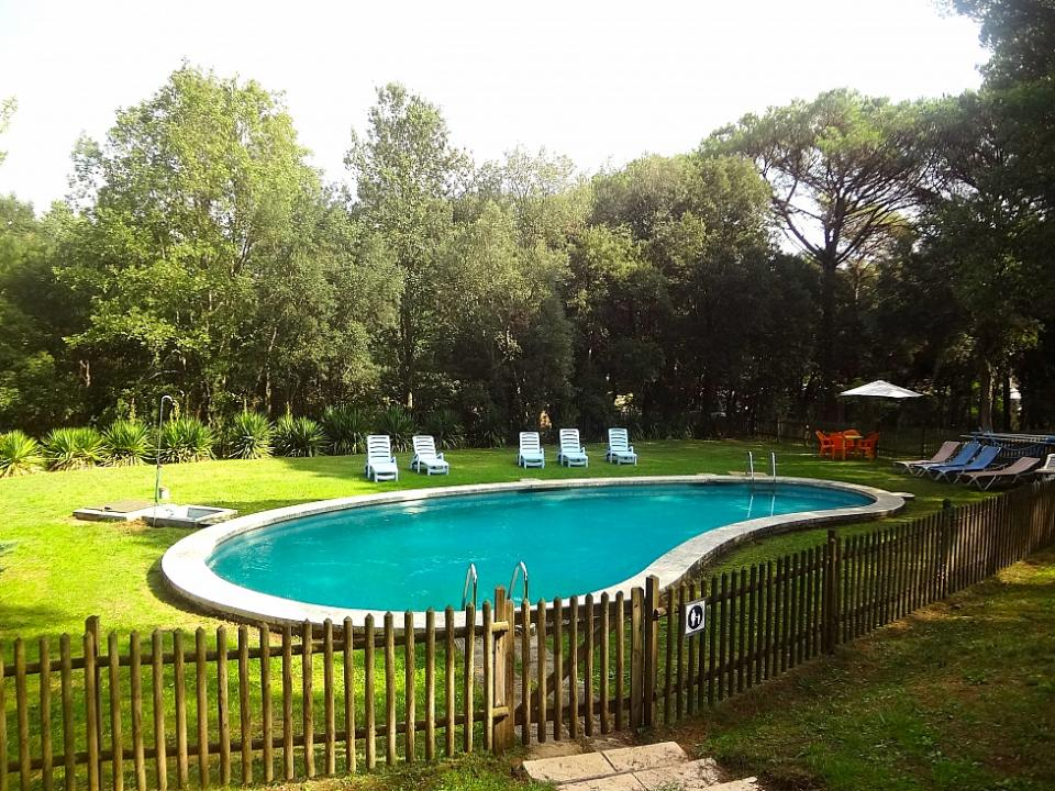 5 bedroom home with expansive garden and pool santa for Barcelona pool garden 4