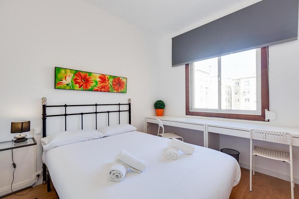 Moderno appartamento con 4 camere da letto la sagrada for Appartamento con 2 camere da letto