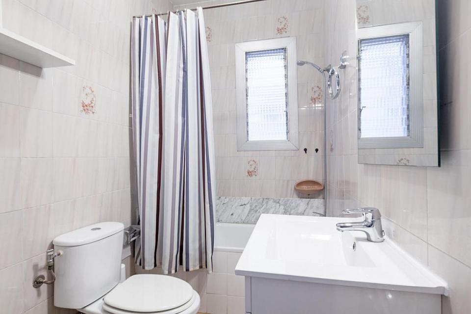 Moderno appartamento con 4 camere da letto la sagrada for Design moderno a basso costo con 3 camere da letto