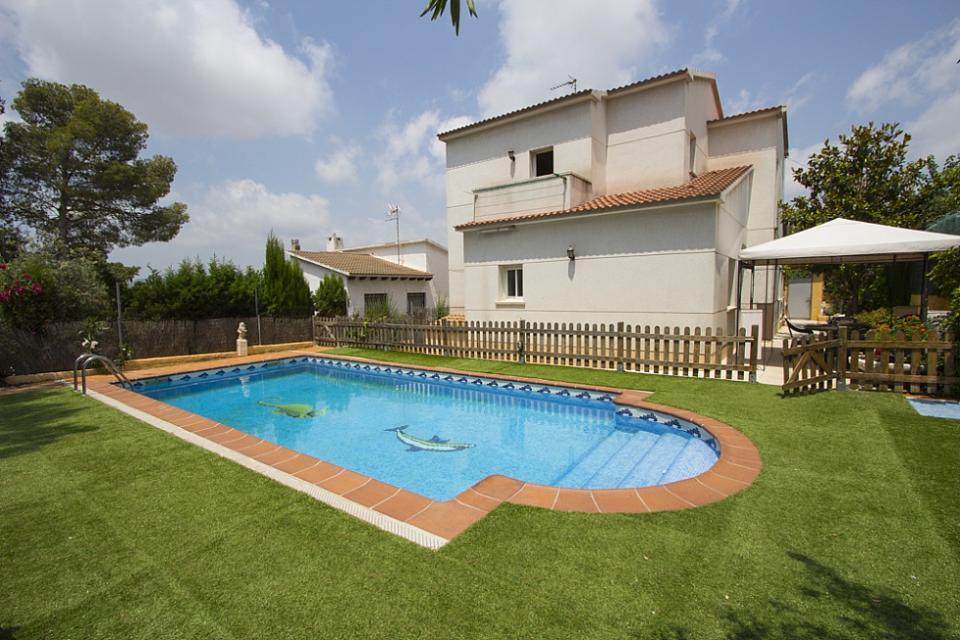 casa familiar con piscina en el vendrell barcelona home