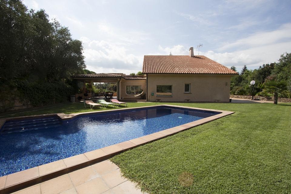 Casa accogliente con piscina a cerdanyola del valles for Piscina cerdanyola