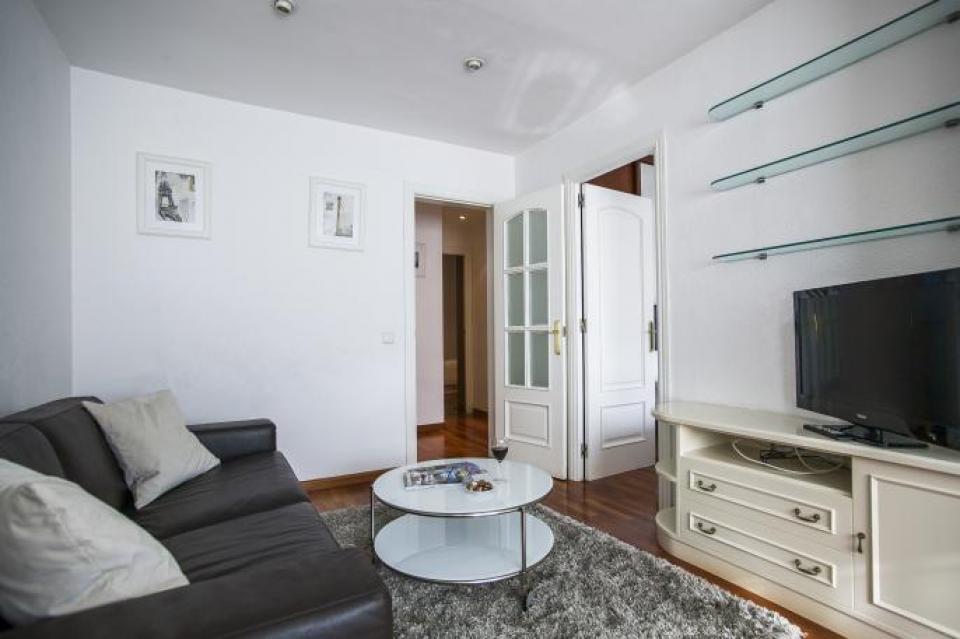 Bellissimo appartamento con due camere da letto in gracia for Piccole planimetrie con due camere da letto