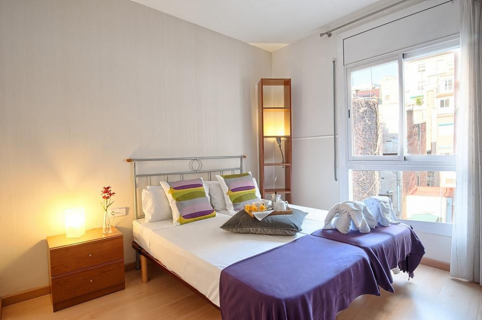 piso de 2 habitaciones cerca de la sagrada familia barcelona home. Black Bedroom Furniture Sets. Home Design Ideas