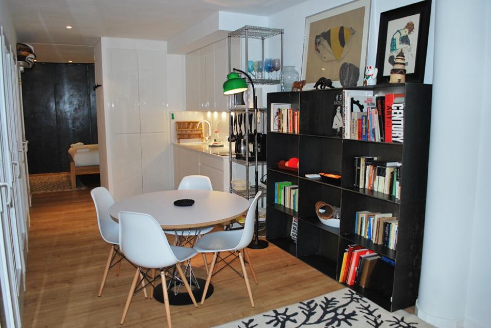 studio moderne dans le quartier de born barcelona home. Black Bedroom Furniture Sets. Home Design Ideas