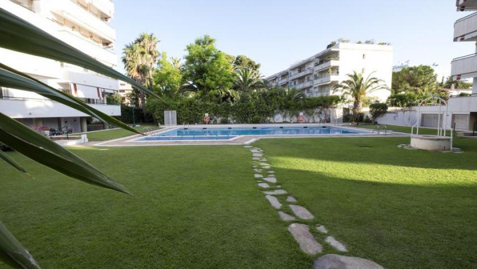 Appartamento con piscina sitges barcelona home for Piscina sitges
