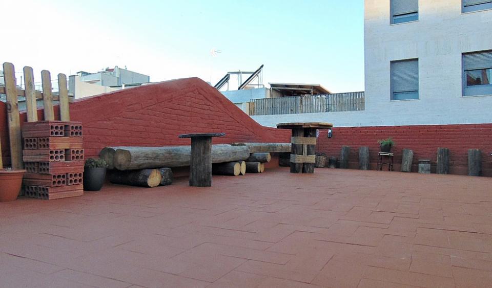 Apartamento Rústico Con Terraza En Hospitalet Bhb2 3998