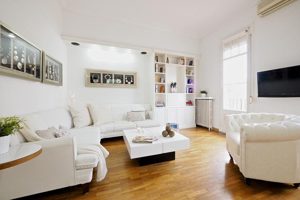 modern villas or houses in Barcelona with private terrace