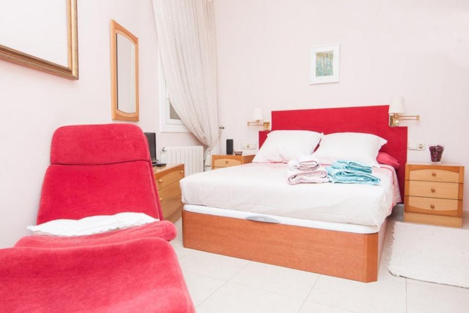Camera da letto matrimoniale con bagno privato foto di casa